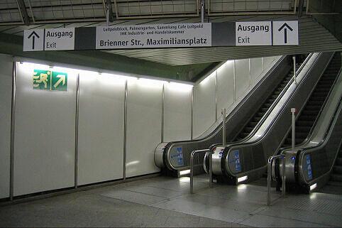 Leitsystem Odeonsplatz - Aufgang Brienner Straße