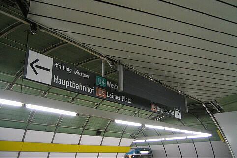 Leitsystem Odeonsplatz - vom Abgang Brienner Straße kommend