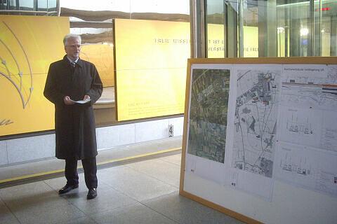 Herbert König bei der Präsentation der Pläne zur Machbarkeitsstudie U6 nach Neufahrn