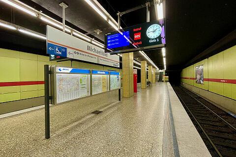Einfahrender C-Zug am Michaelibad