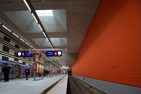 Oberwiesenfeld, links der Eröffnungszug