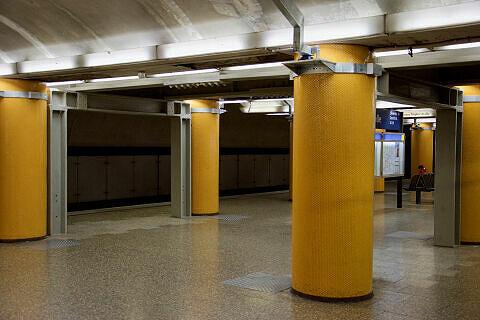 Deckenabstützungen im U-Bahnhof Poccistraße