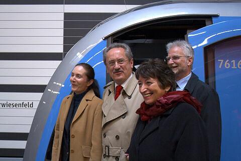 Rosemarie Hingerl, Christian Ude, Karin Roth, Herbert König vor dem Eröffnungszug