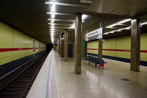 Untersbergstraße mit ausfahrendem A-Wagen