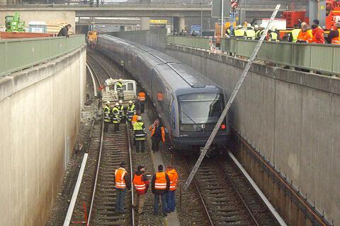 Unfall Studentenstadt - LKW neben U-Bahn     <br_/>Foto: Florian Listl