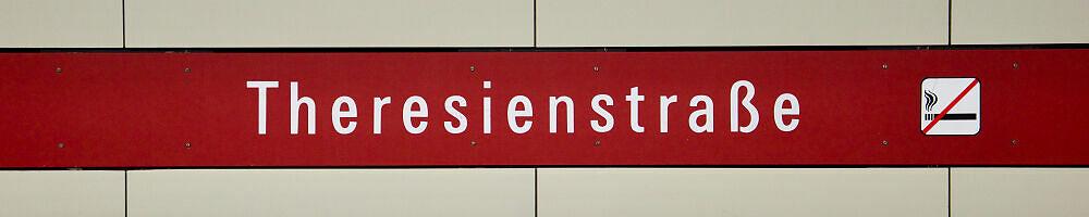 Stationsschild Theresienstraße