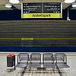 Sitzgruppe im U-Bahnhof Arabellapark (2014)