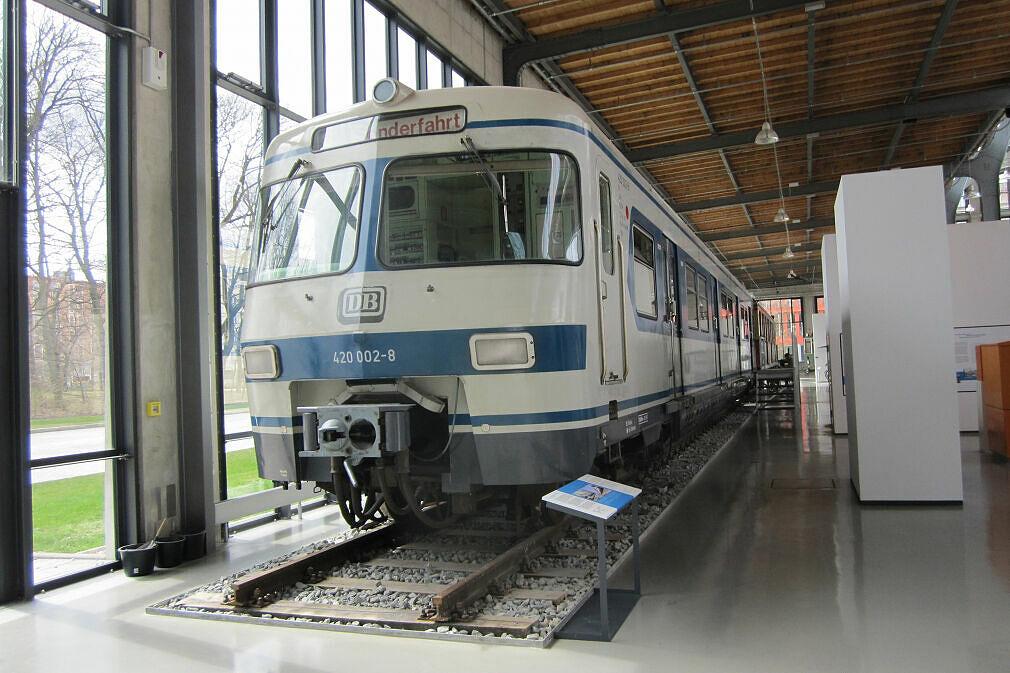 S-Bahnwagen 420 002 im Verkehrszentrum des Deutschen Museums