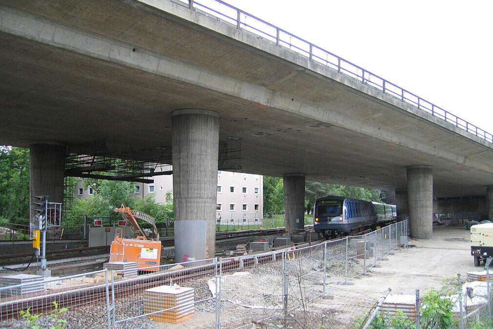 Baustelle Tatzelwurm - Unterquerung der U-Bahn Blickrichtung Nordwesten