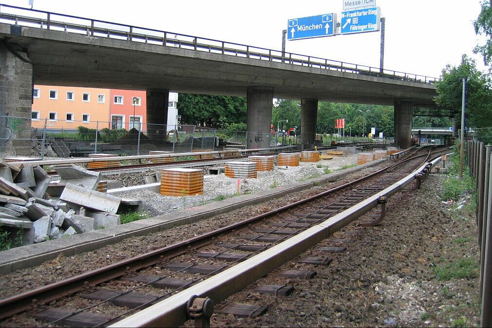 Baustelle Tatzelwurm - Unterquerung der U-Bahn Blickrichtung Südosten
