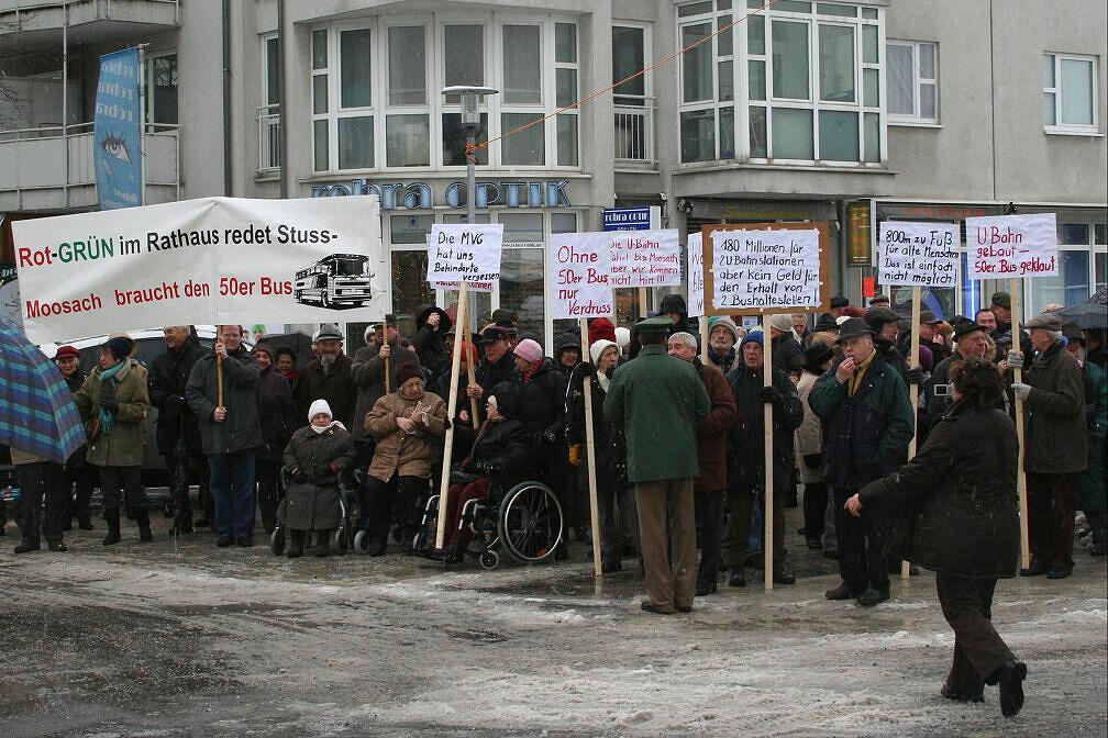 Proteste am Rande der U-Bahn-Eröffnung in Moosach