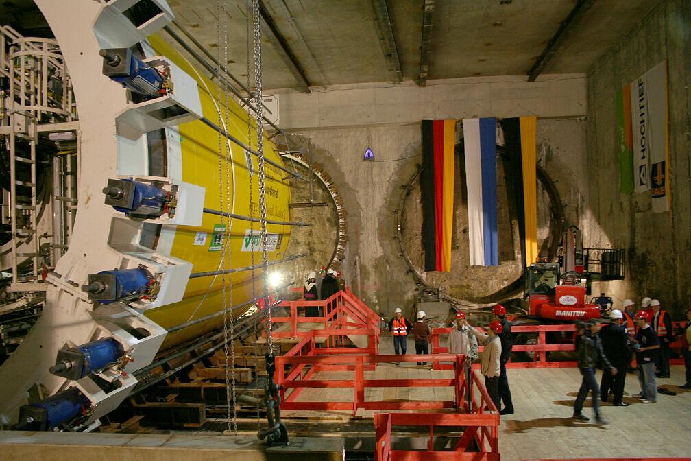 Tunneltaufe Moosach, links Schildvortriebsmaschine