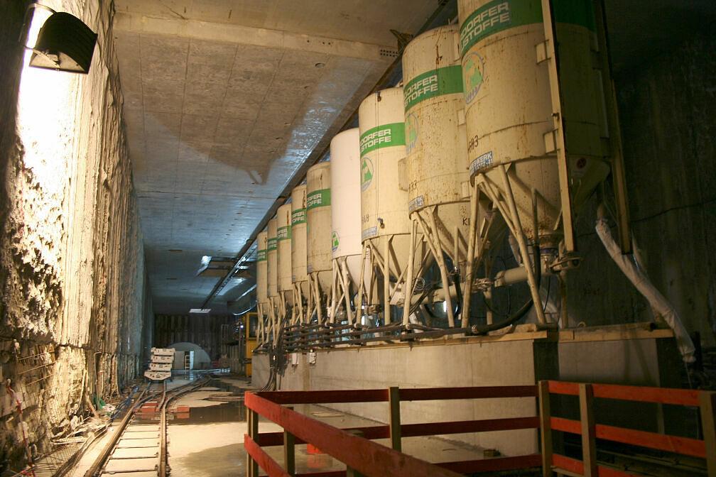Baustoffzwischenlager im künftigen U-Bahnhof Moosach