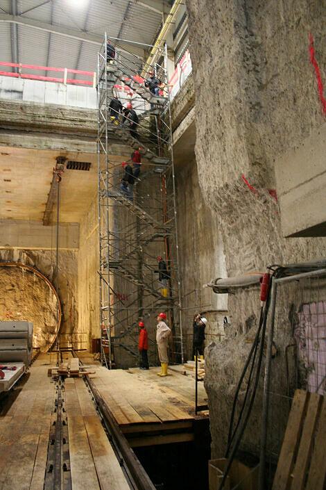 Zugangstreppen zum Tunnel