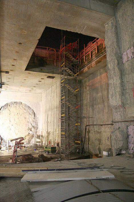 Zugangstreppen zur Tunnelbaustelle Moosach