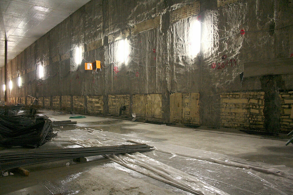Zukünftige Bahnhofshalle des U-Bahnhofs Moosach im Rohbau