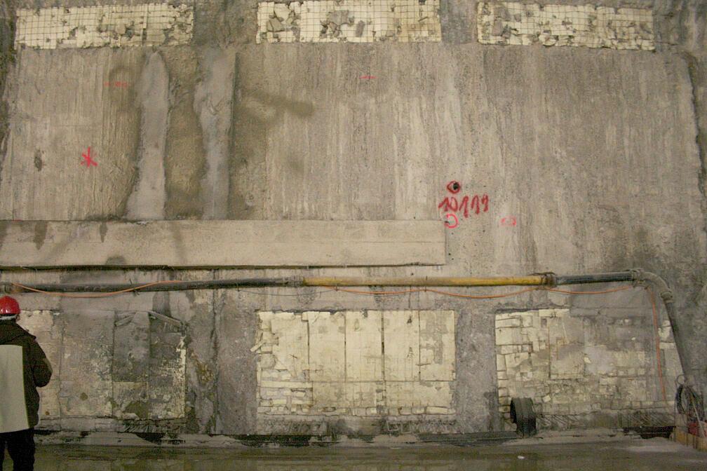 Seitenwand des künftigen U-Bahnhofs Moosach im Rohbau