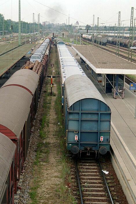Überführung dreier U-Bahn-Wagen 2003 - Ausfahrt aus Ingolstadt