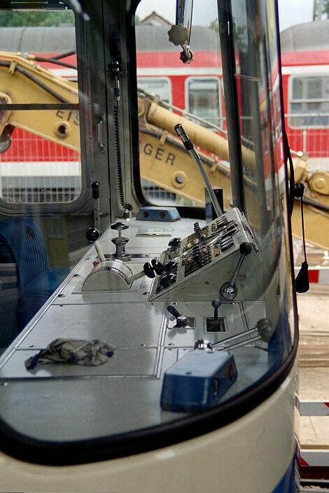 Überführung dreier U-Bahn-Wagen 2003 - Führerstand ohne IBIS mit abmontierter Außenleuchte