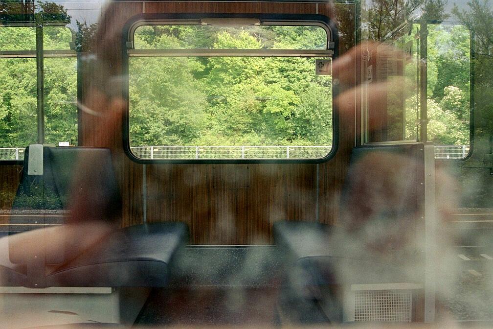 Überführung dreier U-Bahn-Wagen 2003 - Mülleimer und Armlehnen bereits demontiert