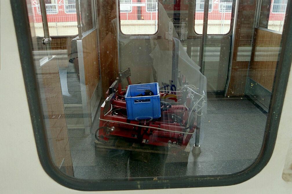 Überführung dreier U-Bahn-Wagen 2003 - Demontierte Stromabnehmer